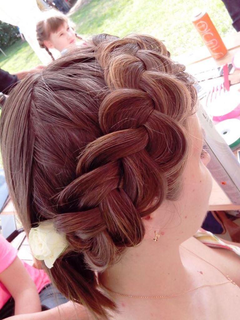 Плетение кос на детском празднике