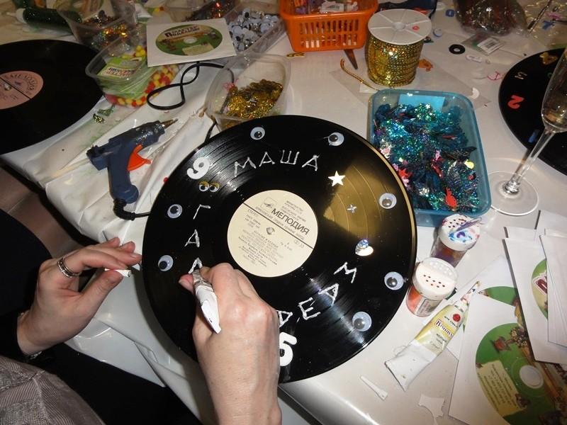 Часы из виниловых грампластинок мастер-класс