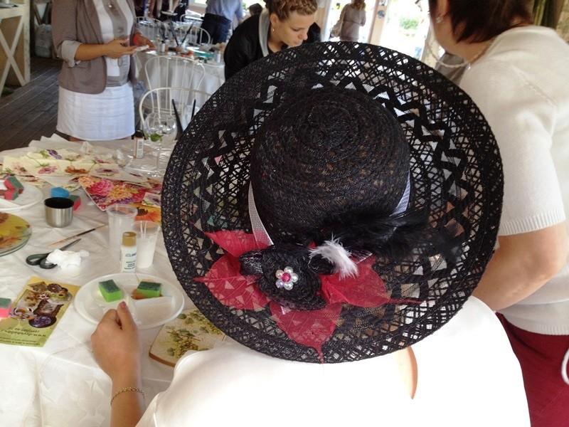декорирование соломенной шляпы