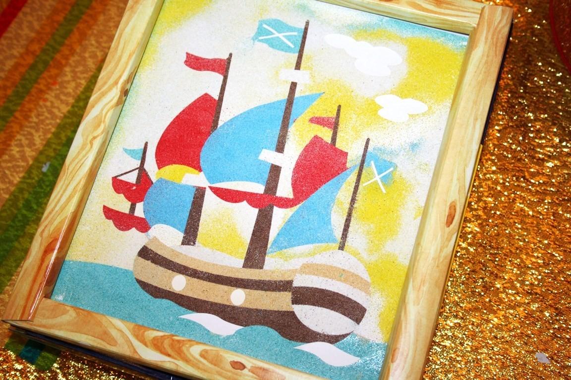 Корабль из цветного песка