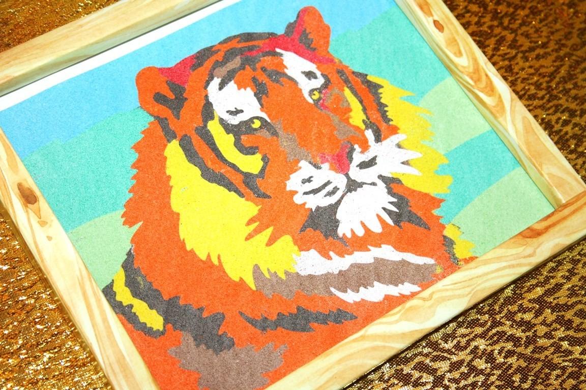 Тигр из цветного песка