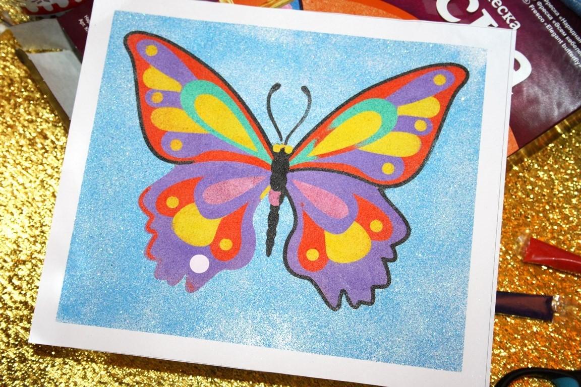 Бабочка из цветного песка