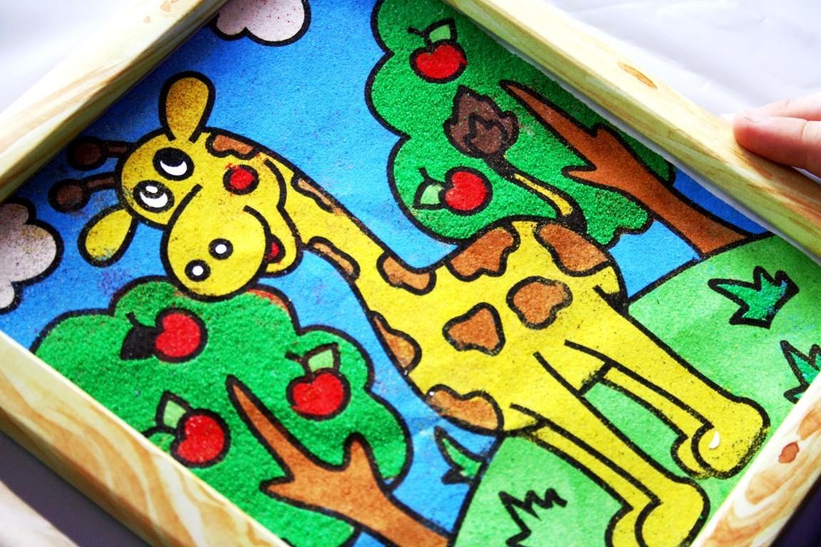 Жираф из цветного песка