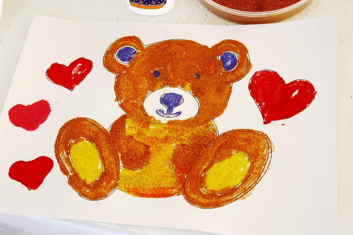 Медвежонок из цветного песка