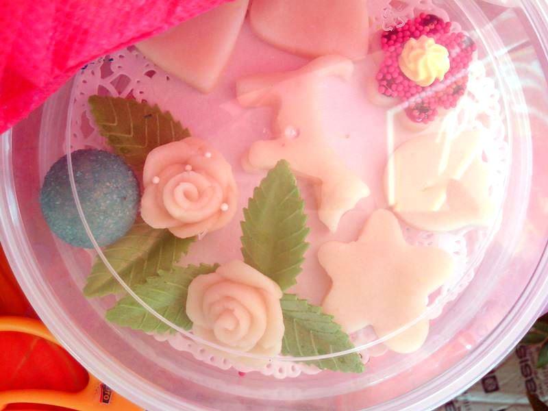 конфета из марципана