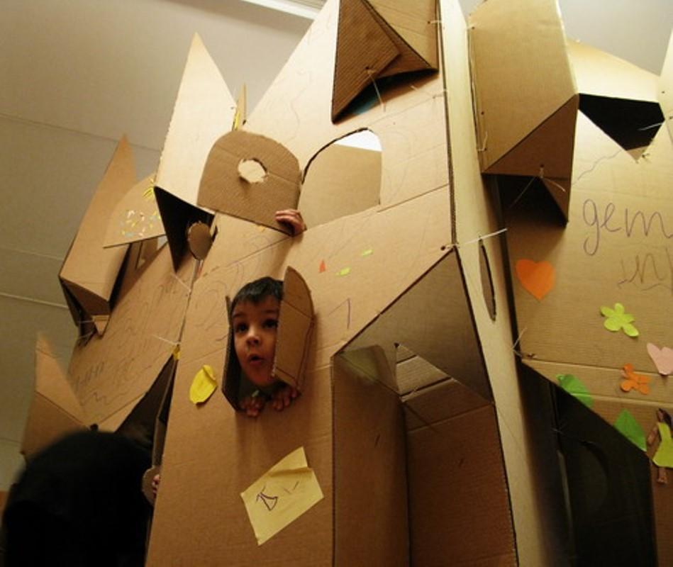 Командные постройки из картона