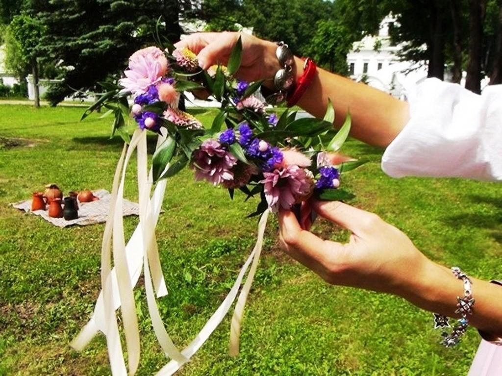 Венок из живых цветов своими руками